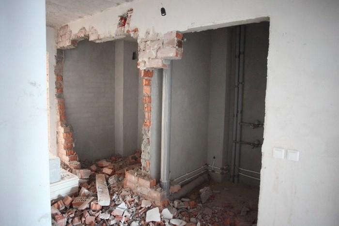 Демонтаж стен в квартире +7(499)391-19-28 - цена на слом бет.